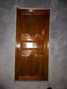 Se busca maestro carpintero experto en puertas