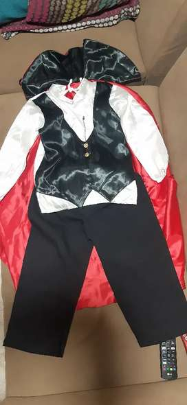Vendo disfraz de vampiro