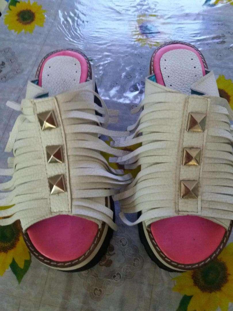 Zapatos gomones muy comodo 0