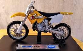 Moto Suzuki Rm 250 - Escala 1:18