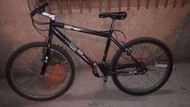 Vendo bicicleta roda 26 de carreras en muy buen Estado