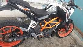 Moto KTM 390 DUKE ABS en perfectas condiciones