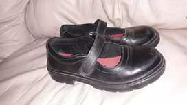 Zapatod colegio Kikers nena talle 32