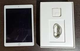 Combo iPad Air 2 con teclado Logitech excelente estado. Caja y accesorios originales