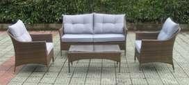 Espectacular Sala de Rattan sintético para exterior 4 Piezas (sofá, 2 sillas y mesa) - Usada en perfecto estado