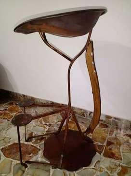 Banco con asiento de arado hierro