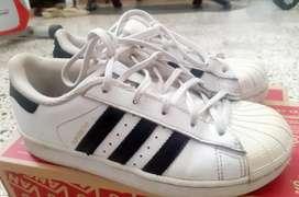 Zapatos unisex Adidas niños talla 2