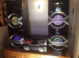 Equipo de Sonido Panasonic Max 3,300 Watios RMS, PMPO 35,700