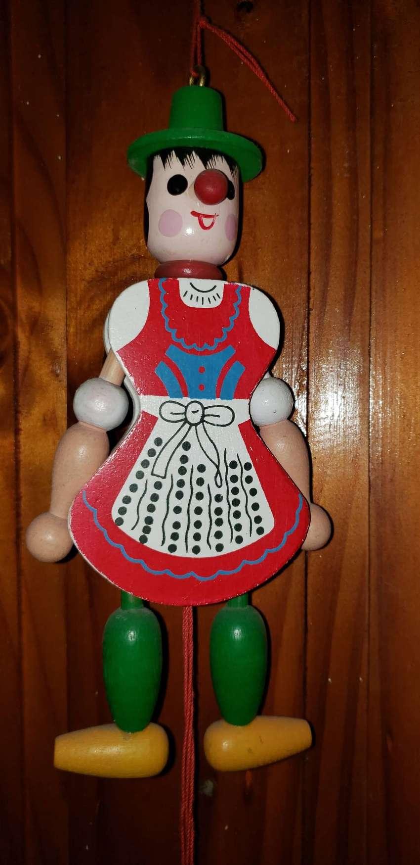 Muñeco y muñeca antiguos de madera. Tipo marioneta!
