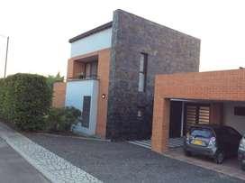 Casa conjunto cerrado con un lote de 3.000 M2.