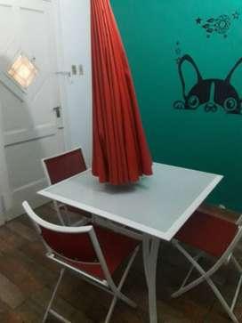 mesa vidrio templado cn 4 sillas y sombrilla