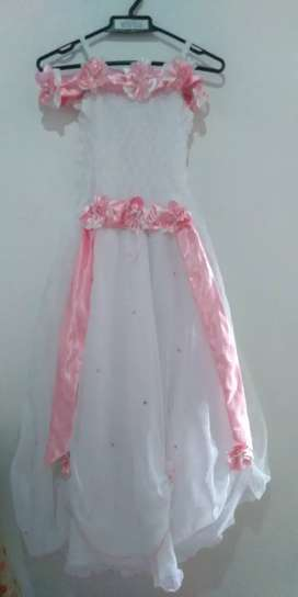 Se vende o se alquila Vestido para primera comunión para niña negociable