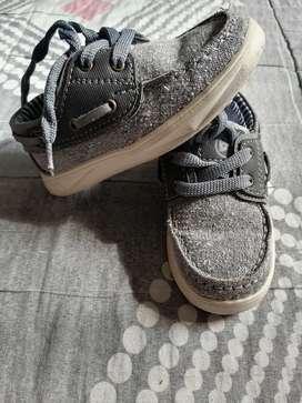 Zapatos de niño excelente estado