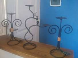 Tres candelabros en hierro nuevos.
