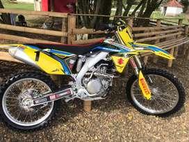 Moto RMZ 450 Modelo 2016