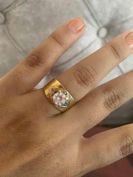 Se vende anillo de oro