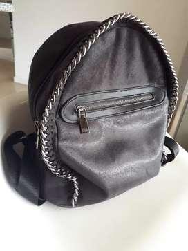 OPORTUNIDAD mochila  cartera negra