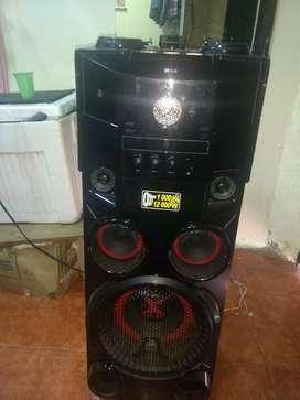 Vendo torre de sonido LG Om 7560