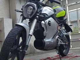 Moto electrica motor bosch super soco ts1200 watts potente batería Philips usada como nueva