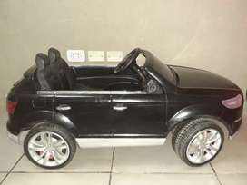 Vendo auto a bateria modelo Q7