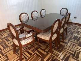 Comedor de 8 sillas modelo tipo medallon de madera  caoba
