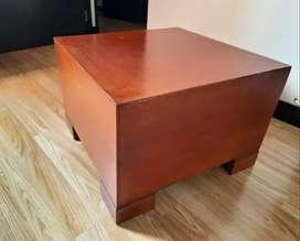 Mesa de centro o mesa auxiliar cuadrada color miel