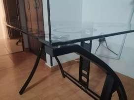 Se vende mesa de estudio de vidrio