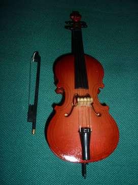 HERMOSO INSTRUMENTO MUSICAL MINIATUR VIOLONCHELO . COLECCION SALVAT . HECHO EN MADERA 16 cm