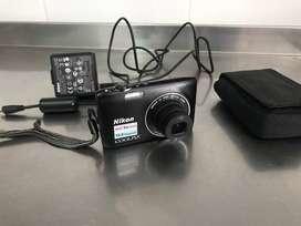 Cámara Nikon Coolpix S3100 con todos los accesorios
