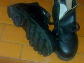 botas de cuero con puntera