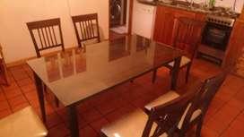 Vendo Mesa + 6 sillas con vidrio incluido (150 x 85 cm) buen estado. Precio charlable.