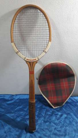 antigua raqueta tenis madera dunlop maxply  inglesa torcida