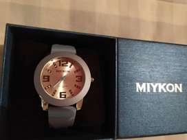 Reloj Miykon Para dama (Precio negociable)