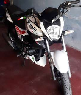 Vendo Moto Benelli TNT15 o Permuto por Auto