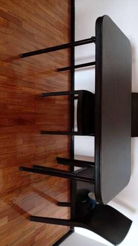 Mesa de plástico con 4 sillas