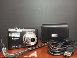 Vendo Nikon COOLPIX S2600 Color Negro