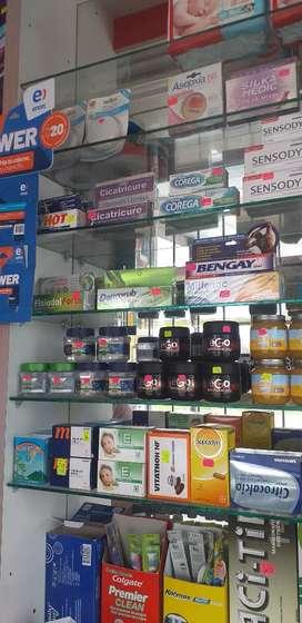 Se necesita técnica@ o practicante farmacia.