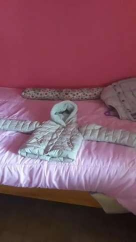 Campera de abrigo con capucha