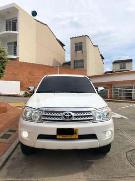 Toyota Fortuner SR5 2.7CC 4x2 AT