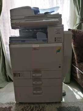 Venta de impresora industrial ricoh mpc5501 en excelente estado
