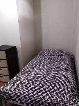 Se alquila habitación amoblada con baño compartido en Miraflores
