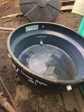 Tanque bebedero de 250 litros