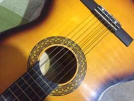 Guitarra en buen estado (viene con el forro)