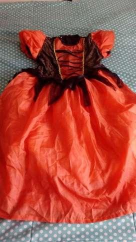 Lindo vestido de brujita talla 6 con muy poco uso a solo 20000