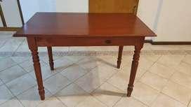 Mesa de madera patas torneadas