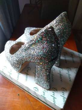 Vendo zapato de fiesta. Color plateado. Glitter. Talle 38.