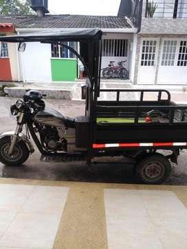 Motocarguero AKT