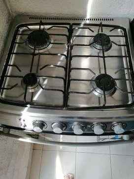 Vendo estufa marca indurama en acero inoxidable