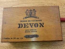 Antigua Caja De Madera, Jabon de Tocador Devon.