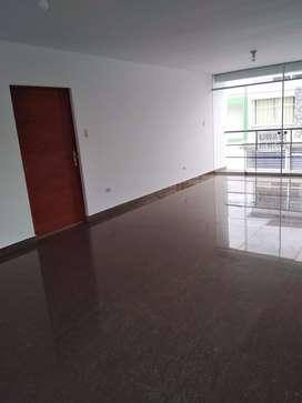 Departamento 2do piso en Miraflores country club